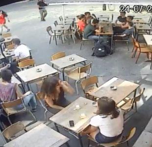 [VIDEO] París: mujer publica video en el que es agredida tras defenderse de acoso callejero