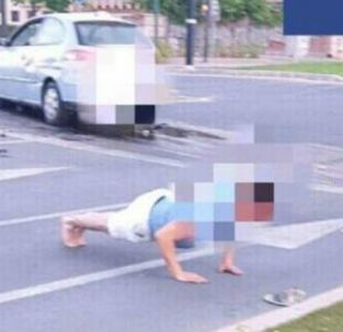 [FOTOS] Hombre choca ebrio en España y hace flexiones para bajar el nivel del alcohol
