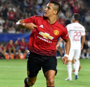 """[VIDEO] Alexis participa del clásico """"tontito"""" en Manchester United e hinchas se burlan del trabajo"""