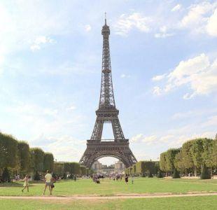 [VIDEO] Cierran Torre Eiffel por exceso de turistas