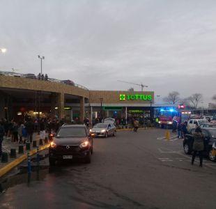 [VIDEO] Evacúan centro comercial en Talcahuano por fuerte olor a gas