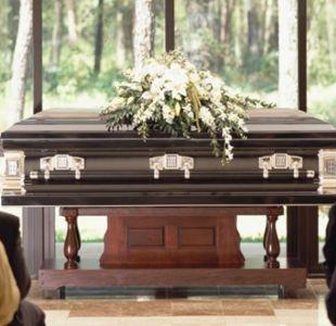 El anuncio de una funeraria que está causando polémica en Inglaterra