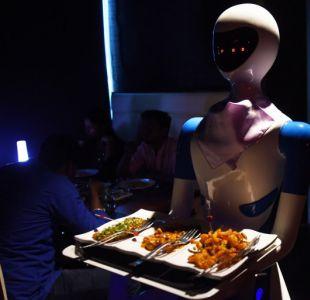 China experimenta con un robot-camarero