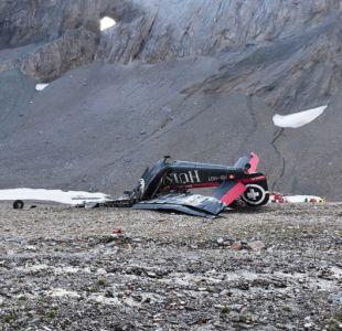 Avión militar de colección se desploma en los Alpes suizos y fallecen 20 personas