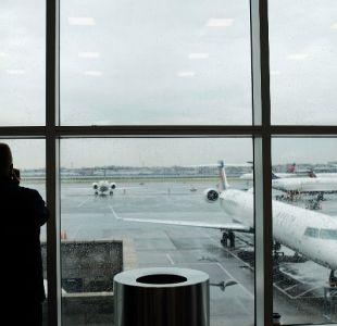 Encuentran un feto en el baño de un avión en un aeropuerto de Nueva York