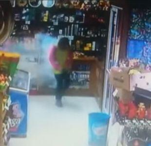 [VIDEO] Captan momento en que celular de trabajadora de Osorno explota en su bolsillo