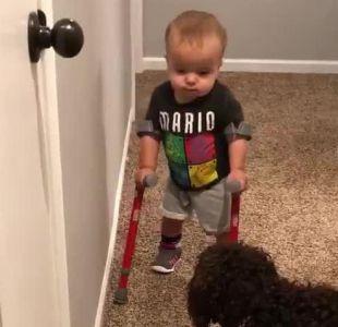 [VIDEO] El ejemplo de superación de un niño de dos años que conmueve en redes sociales