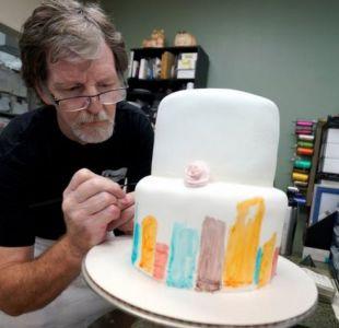 Pastelero que negó realizar torta a pareja gay vuelve a la justicia