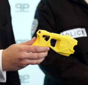 Policía de Estados Unidos dispara con pistola eléctrica a una mujer de 87 años