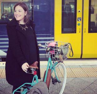 Ministra de Nueva Zelanda llegó en bicicleta hasta un hospital para dar a luz a su primer hijo
