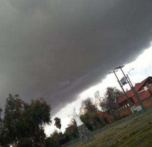 Las imágenes de los granizos y la tormenta eléctrica que se registran en Puente Alto