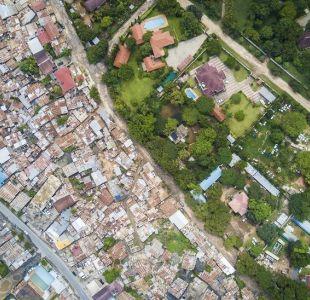 [FOTOS] Fotógrafo capta desde el aire la desigualdad en varias ciudades del mundo