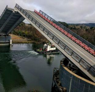 Puente Cau Cau levantó sus brazos por primera vez para dar paso a embarcaciones