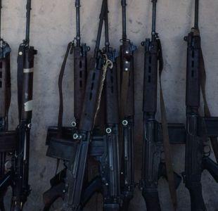 Escándalo en la policía de Paraguay: les roban más de 40 armas y se las cambian por juguetes