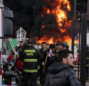 [VIDEO] Intendenta: Incendio en acopio de neumáticos va a durar todo el día