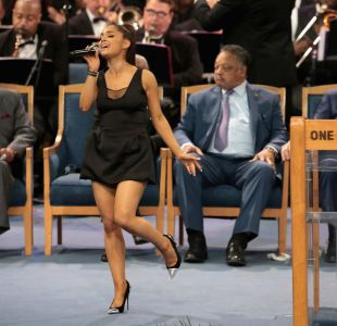 [VIDEO] Ariana Grande emociona interpretando A natural woman en funeral de Aretha Franklin