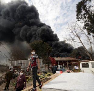 [VIDEO] Bomberos extingue por completo incendio de acopio de neumáticos en Maipú
