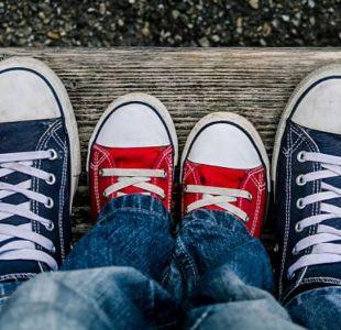 Niña contrajo mortal bacteria por probarse zapatos sin usar calcetines