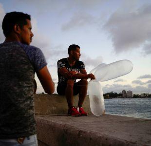 [VIDEO] Ingenio y necesidad: Los otros usos que los cubanos les han dado a los condones
