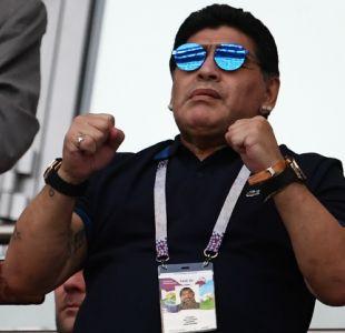 """[VIDEO] """"Un fracasado en la banca"""": Así reciben a Diego Maradona en México"""