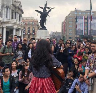 [VIDEO] Mon Laferte sorprende con show improvisado frente al Palacio de Bellas Artes en México