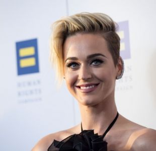 Katy Perry sorprende con nuevo y colorido cambio de look