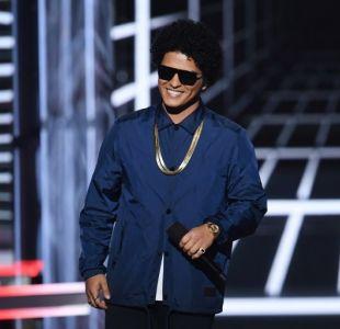 Todo era falso: La imagen que convirtió a Bruno Mars en un inmigrante colombiano peligroso