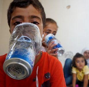 [VIDEO] Máscaras artesanales: la desesperada medida que tomó un sirio para proteger a sus hijos