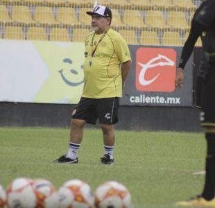 [VIDEO] Médico de Maradona detalla la extrema solución para el problema en las rodillas del 10