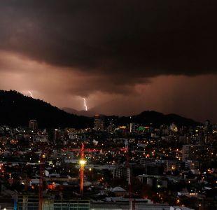 Dirección Meteorológica emite aviso por tormentas eléctricas en Santiago
