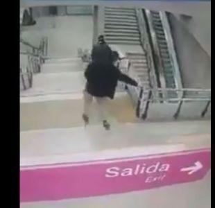 [VIDEO] La fuerte caída que sufrió un joven en las escaleras de metro Estadio Nacional