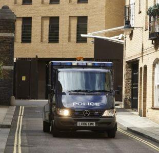 Un vehículo atropella y hiere a tres personas ante una mezquita en Londres