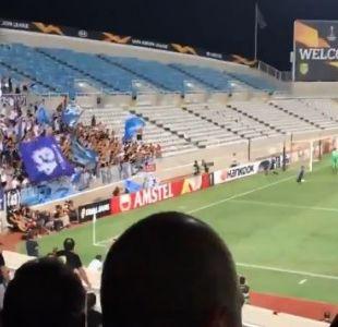 [VIDEO] Un hombre salta una valla para celebrar un gol y desaparece