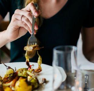 ¿Comes solo? Estudio revela que algo podría estar mal en tu vida