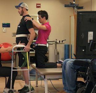Cómo lograron hacer que 3 parapléjicos volvieran a caminar por su cuenta con un tratamiento pionero