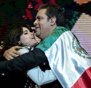 [VIDEO] Camila Cabello sorprende a México cantando en español junto a su padre durante concierto