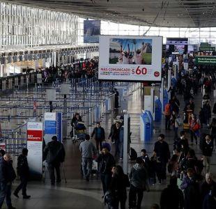 Indagan muerte de hombre que estuvo dos días en el aeropuerto tras perder vuelo