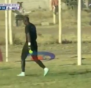 [VIDEO] ¿El blooper del año?: Revisa el insólito error de un portero en la liga de Tanzania