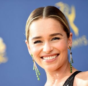 Emilia Clarke se olvida de Game of thrones con renovado corte de cabello