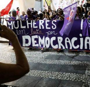 Brasileñas salen a las calles en rechazo a Bolsonaro