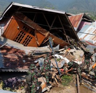 Temen 5.000 desaparecidos en dos zonas arrasadas por sismo en Indonesia
