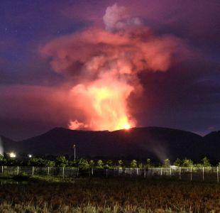 Erupción del volcán Soputan en la isla de Célebes en Indonesia