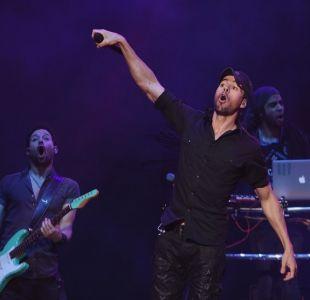 [VIDEO] Enrique Iglesias y su polémico beso a una fan ucraniana en un concierto