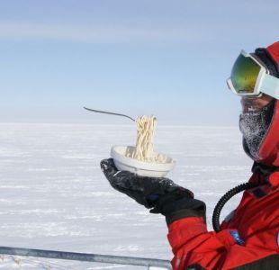 [FOTOS] Científico demuestra cómo sería cocinar al aire libre en la Antártica con -60°C