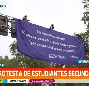 Estudiantes protestan sobre señalética de tránsito contra proyecto Aula Segura