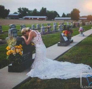 [FOTOS] La historia detrás de la desgarradora imagen de una novia en la tumba de su prometido