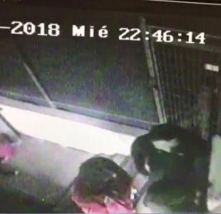 [VIDEO] Registran violento robo frustrado en supermercado de Maipú