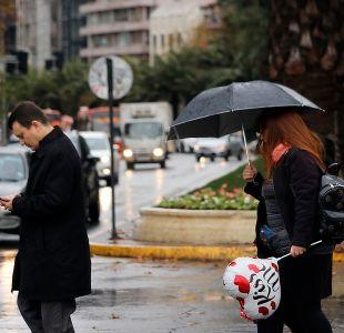[VIDEO] Lluvia débil para este jueves en Santiago: ¿Qué pasa el fin de semana largo?