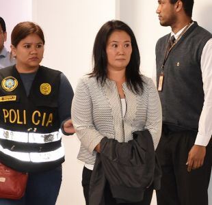 Dos policías se toman selfie con Keiko Fujimori