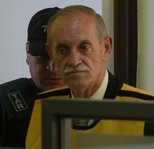[VIDEO] Homenajean a Miguel Krassnoff en la Escuela Militar y Gobierno pide explicaciones